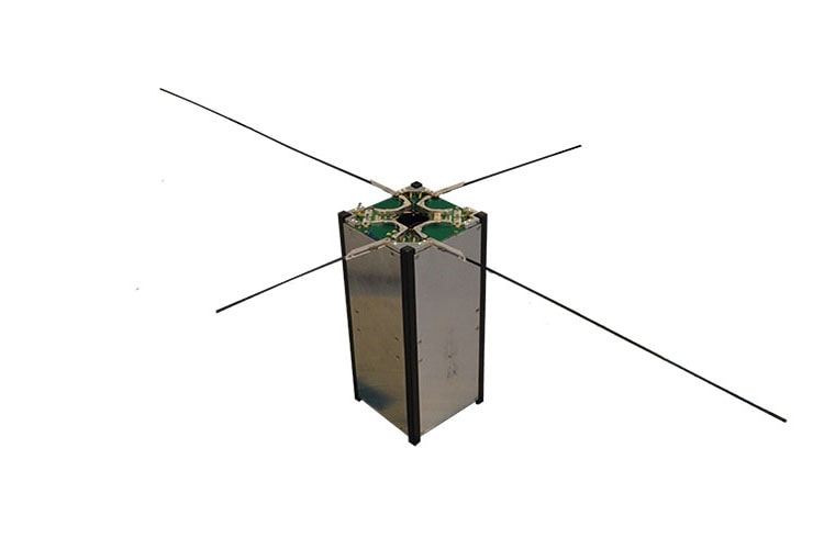Dipole antenna for cubesats